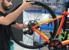 Aprende a desmontar el neumático de tu bicicleta para cambiar la cámara