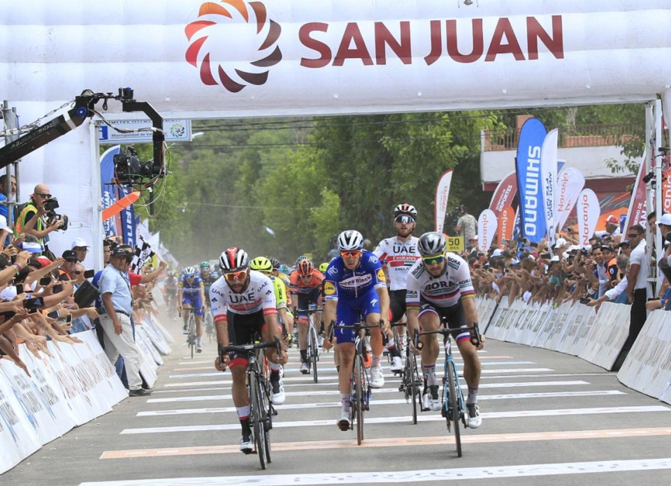 El colombiano Fernando Gaviria ganador de la cuarta etapa de la ...