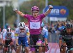 Demare alcanza el póker de triunfos en el Giro d'Italia