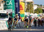 Sam Bennett gana la 3ª Etapa de la Vuelta al Algarve donde corre el chileno Carlos Oyarzún